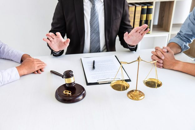 Family lawyer in Campbelltown mediating a couple facing a divorce